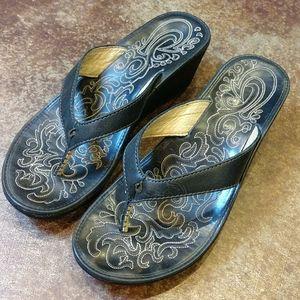 OluKai Flip flops sandals black women's size 8 👣